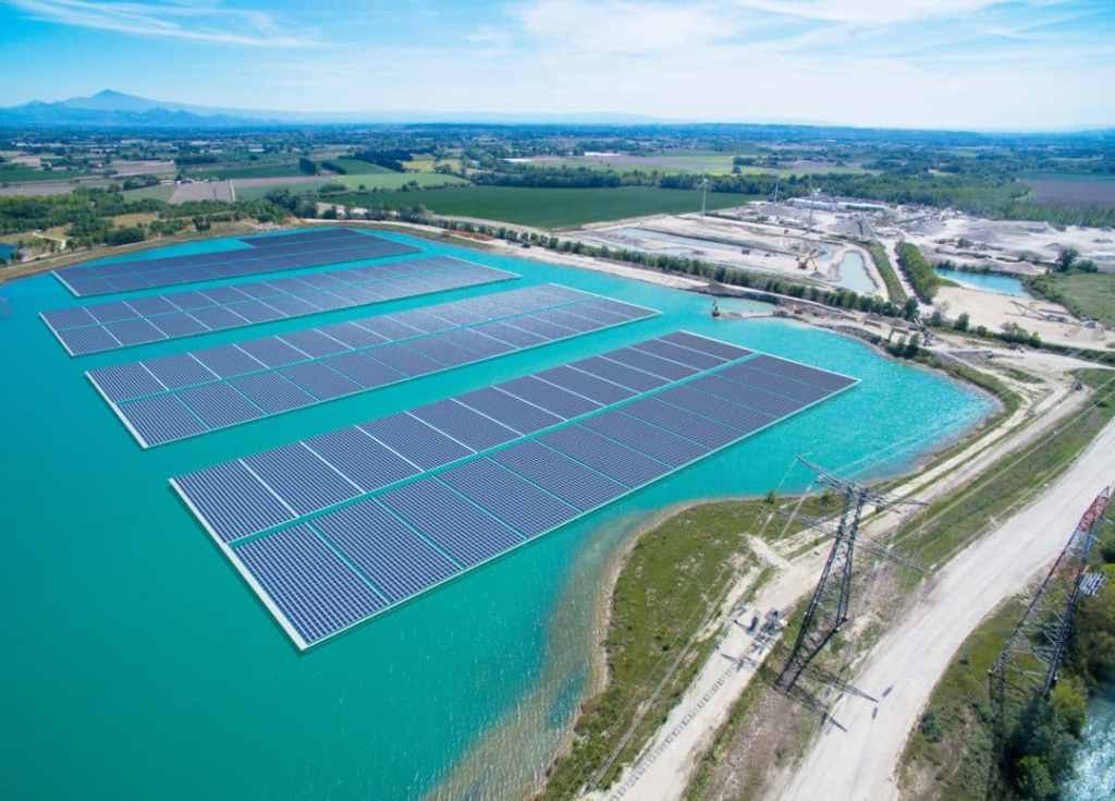 construction-floating-solar-france-akuo-energy-1080x775-1